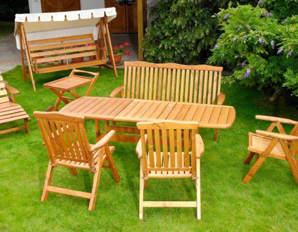 3-solutions-pour-nettoyer-son-mobilier-de-jardin-en-teck_5560021