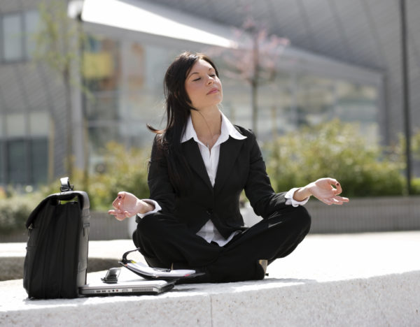 5-conseils-essentiels-pour-rester-zen-au-travail.jpg